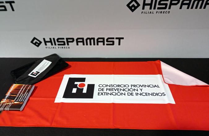 Hispamast entrega al Consorcio de Bomberos de Córdoba toallas refrigerantes